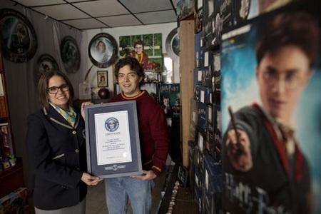 Choáng với bộ sưu tập kỷ vật lớn nhất thế giới của fan cuồng Harry Potter.