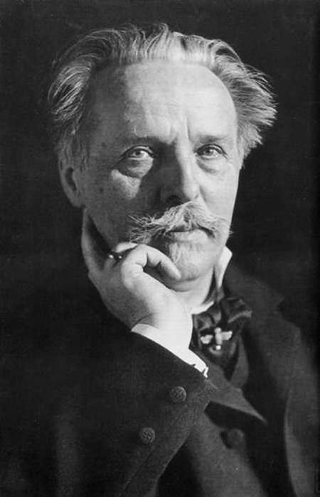 Chân dung nhà văn Karl May chụp năm 1907.