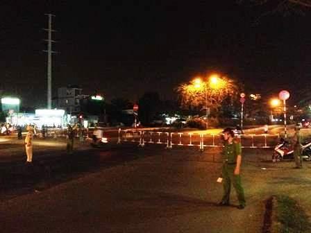 Nhiều tuyến đường ở quận 7 bị phong tỏa trong đêm