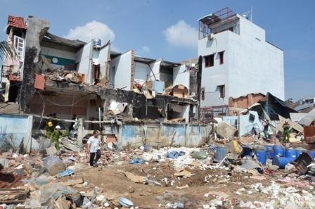 Hiện trường vụ nổ chi nhánh Công ty TNHH SX-TM Đặng Huỳnh