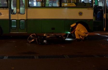 Chiếc xe gắn máy của nạn nhân tại hiện trường.
