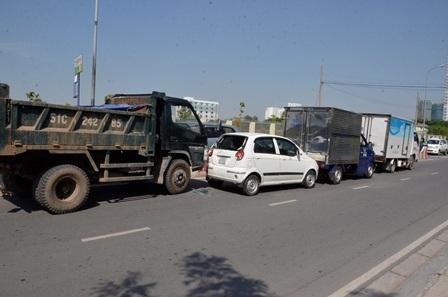 Hiện trường 4 ô tô tông nhau trên đường Nguyễn Hữu Thọ