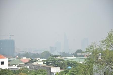 Sương mù xuất hiện vào sáng 27/12 tại TPHCM