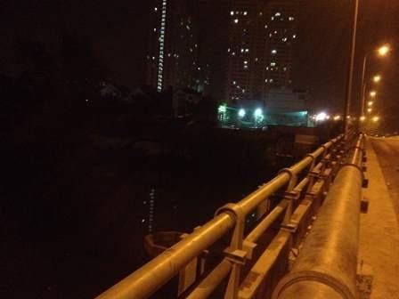 Cầu Tạ Quang Bửu - nơi anh Đ. gieo mình xuống sông tự tử.
