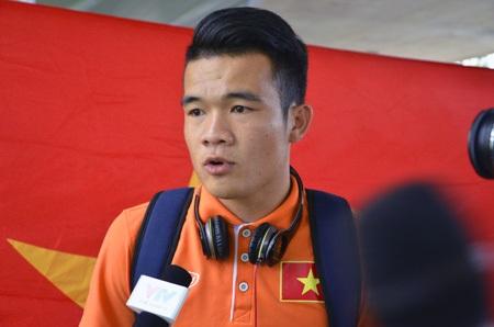 Hoàng Thịnh trả lời phỏng vấn báo chí