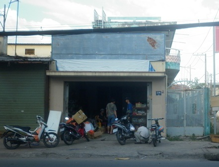 Ngôi nhà đồng thời là cửa hàng mua bán phụ tùng xe gắn máy xảy ra trộm