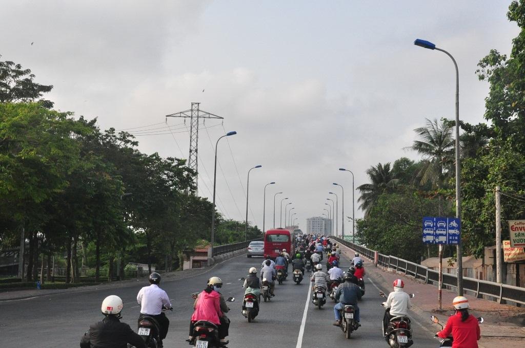 Cầu Bình Triệu sáng nay
