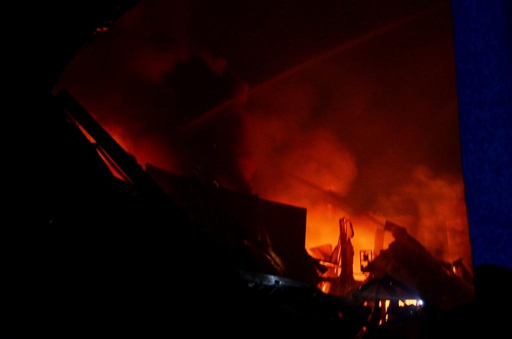 200 chiến sĩ khống chế vụ cháy lớn trong đêm