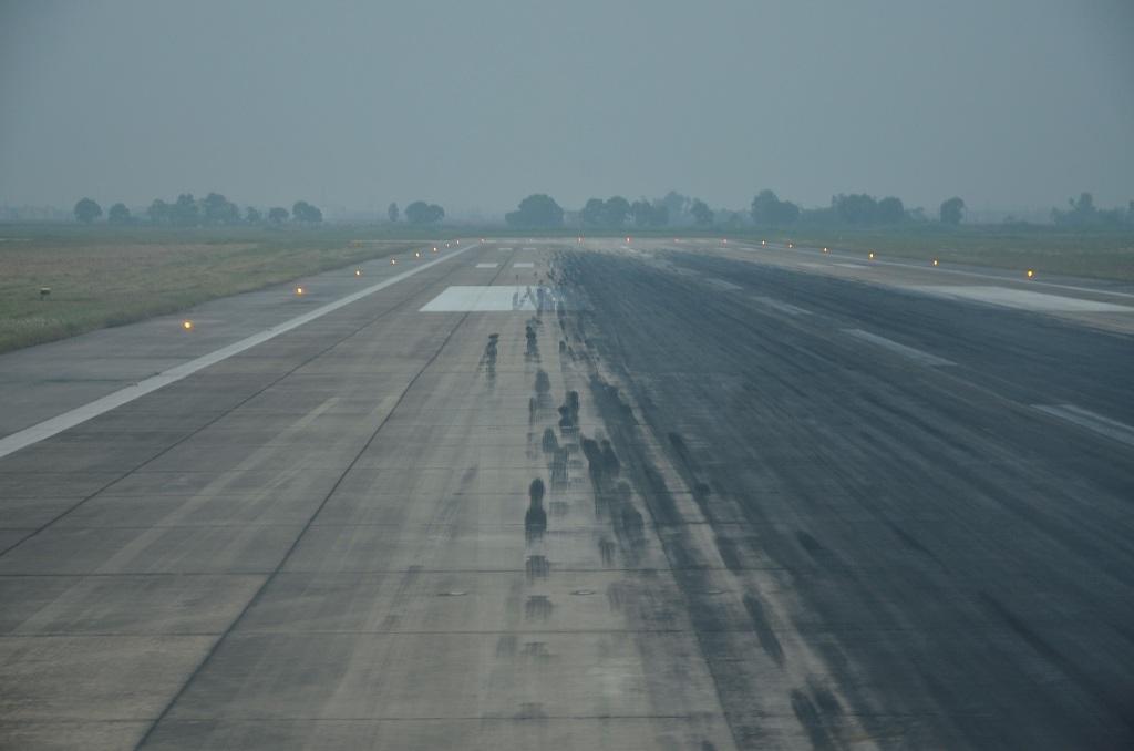 Đường băng 25L/07R được đóng cửa 2 tháng rưỡi để phục vụ việc mở rộng khu vực sân đỗ tàu bay.