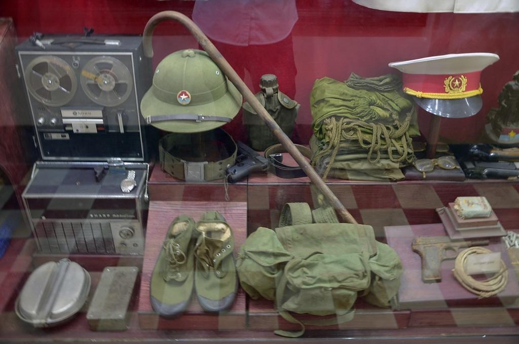 Nhiều kỷ vật của các chiến sĩ được trưng bày trong ngôi nhà.