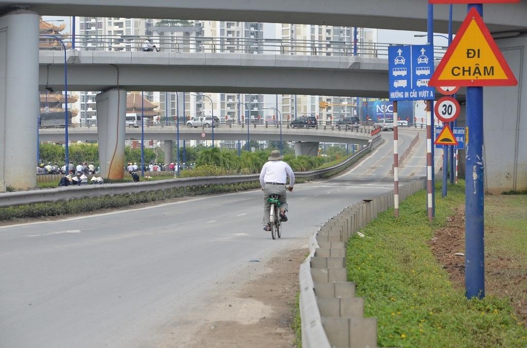 Xe đạp cũng quên biển cấm