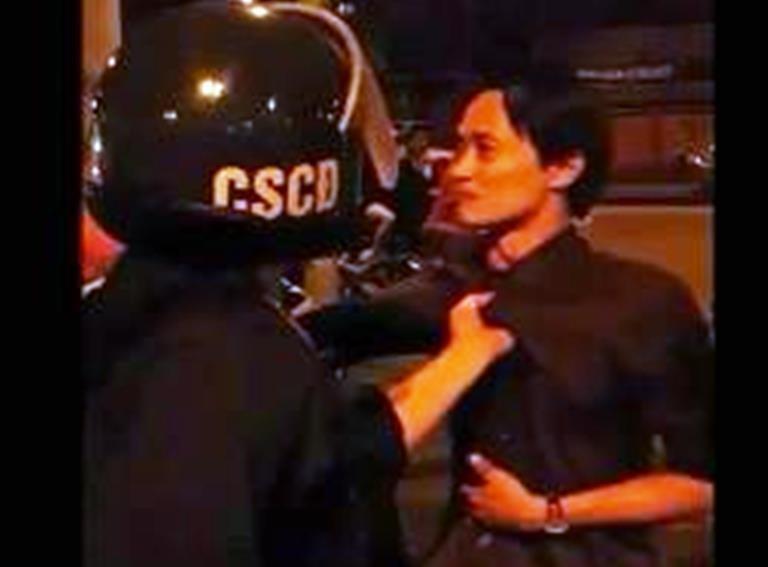 Cảnh sát cơ động trực tiếp xin lỗi thanh niên bị túm cổ áo