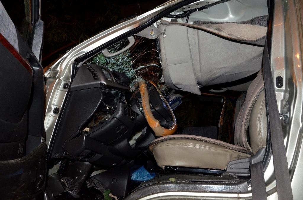 Chiếc ô tô 16 chỗ bị hư hỏng nặng sau sự cố