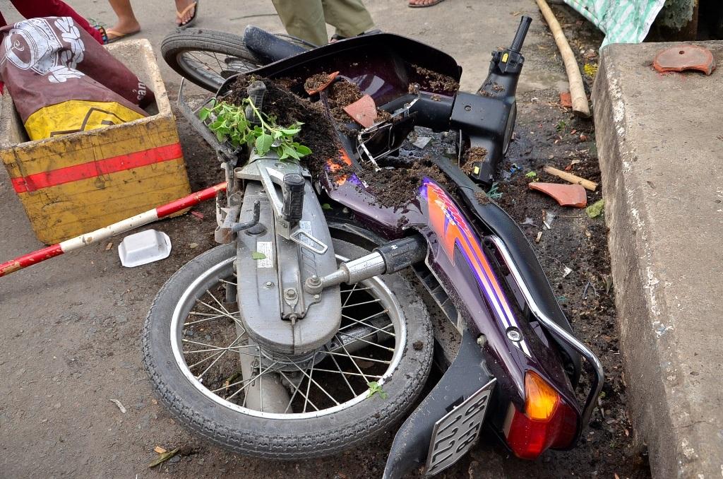 Chiếc xe gắn máy tại hiện trường