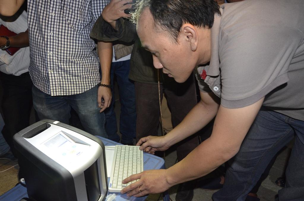Quá trình xử lý, cán bộ sẽ cập nhật biển số xe, họ tên của tài xế được kiểm tra...