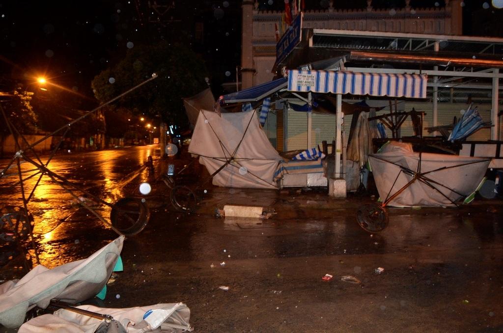 Các sự cố do mưa gió gây ra đêm qua.
