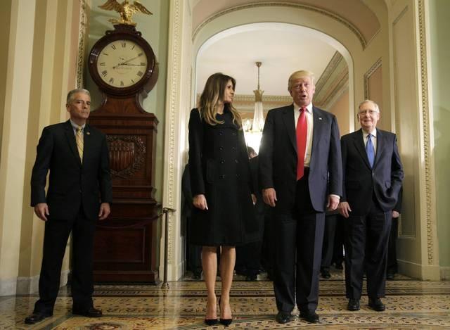 Tổng thống đắc cử Donald Trump và phu nhân Melania tới thăm Điện Capitol vào đầu giờ chiều ngày 10/11.