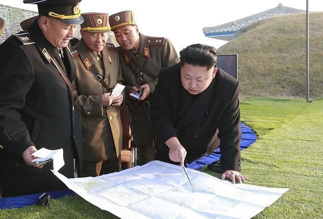 Nhà Lãnh Đạo Triều Tiên Kim Jong Un Chỉ Huy Tập Trận (Ảnh: Reuters