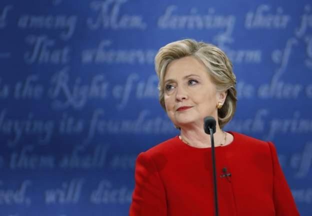 Bà Clinton mặc bộ đồ đỏ trong cuộc tranh luận đầu tiên với ông Trump (Ảnh: Reuters)