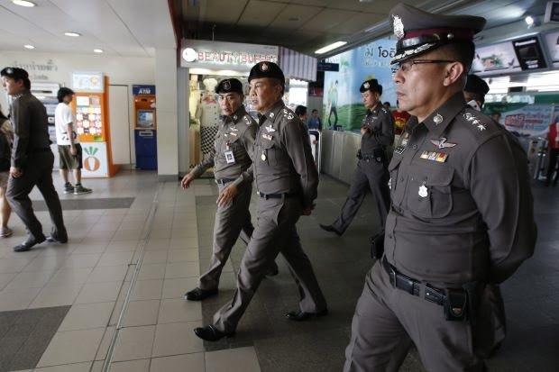 Cảnh sát Thái Lan tuần tra tại sân bay (Ảnh: World Bultetin)