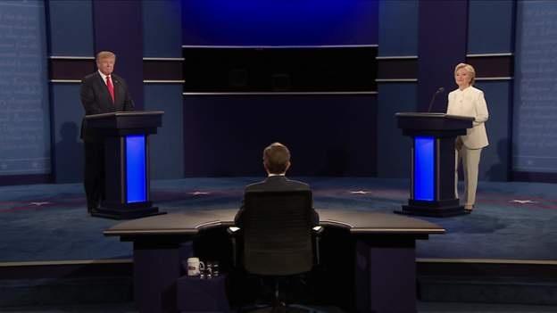 Hai ứng viên trên sân khấu tranh luận (Ảnh: Pool)