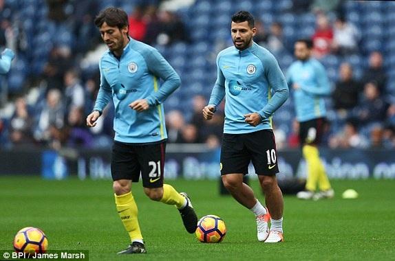 Silva và Aguero khởi động trước trận đấu