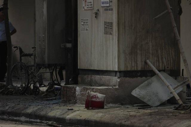 Nguyên nhân vụ nổ bốt điện xác định ban đầu là do máy biến áp bất ngờ tràn dầu gây cháy nổ (ảnh: Nguyễn Dương)