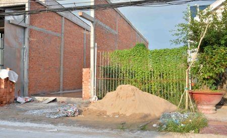 Cà Mau: Dân xây hàng rào, phường bắt xin phép, phòng Quản lý đô thị bảo không! - 1