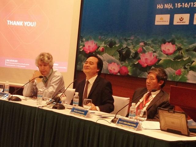 Bộ trưởng Phùng Xuân Nhạ chủ trì phòng thảo luận Tiểu ban Giáo dục, Đào tạo và Phát triển nguồn nhân lực.