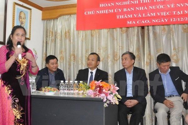 Chủ nhiệm Vũ Hồng Nam (giữa) lắng nghe ý kiến của đại diện bà con. (Ảnh: Xuân Tuấn/Vietnam+)
