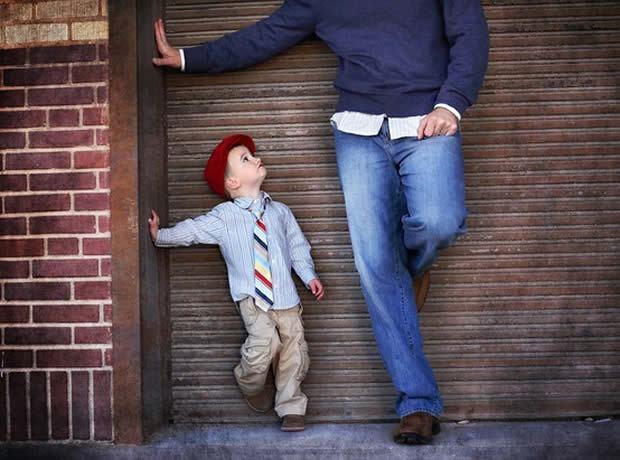 Kiểu tạo dáng bố và con trai cực chất.