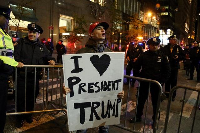 Tỷ phú bất động sản New York Donald Trump đã đánh bại đối thủ Hillary Clinton trong cuộc bầu cử tổng thống Mỹ ngày 8/11. Ông sẽ trở thành tổng thứ 45 của Mỹ, kế nhiệm ông Barack Obama. (Ảnh: Reuters)