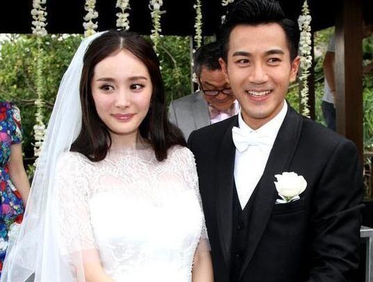 Dương Mịch kém Lưu Khải Uy 12 tuổi. Tình yêu của họ được báo giới cũng như người hâm mộ ca ngợi là một trong những mối tình đẹp nhất làng giải trí Hoa ngữ.