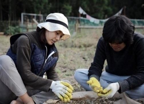 Lee Hyori hạnh phúc với cuộc sống giản dị cùng chồng tại một ngôi nhà gỗ ở đảo Jeju.