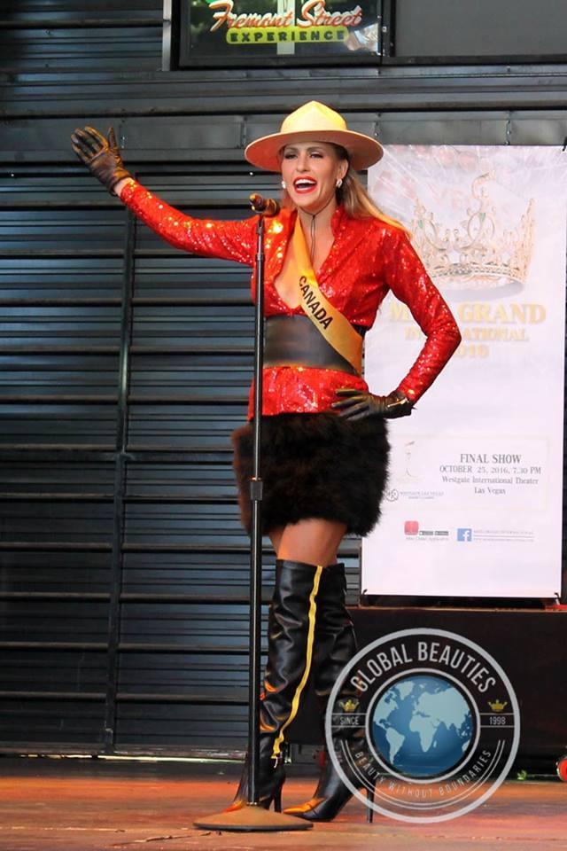 Người đẹp Hoa hậu hòa bình thế giới 2016 rực rỡ sắc màu quốc phục - 14