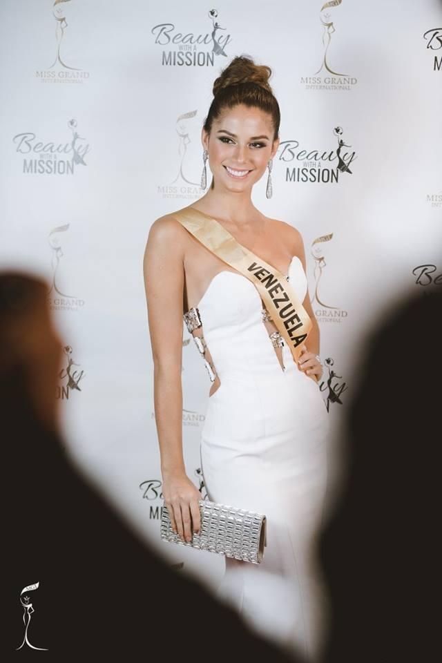 Hoa hậu Venezuela tiếp tục tỏa sáng