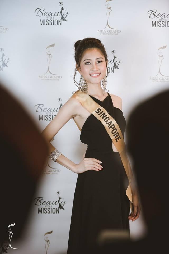 Nguyễn Thị Loan duyên dáng với áo dài trong gala gây quỹ từ thiện - 22