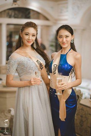 Hoa hậu Hàn Quốc (trái) và Hoa hậu Trung Quốc