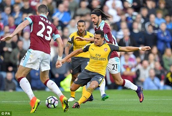 Sanchez tiếp tục là tiền đạo đá cắm của Arsenal ở mùa giải năm nay