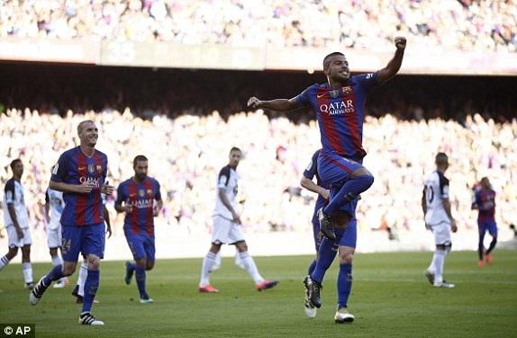 Rafinha tỏa sáng với cú đúp vào lưới Deportivo ở hiệp 1