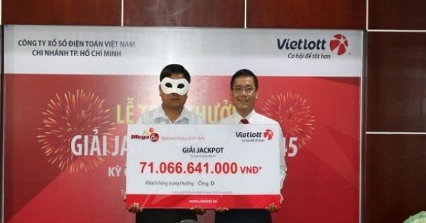 """Hà Nội cháy vé xổ số Vietlott, giá vé """"chợ đen"""" lên tới 15.000 đồng - 1"""