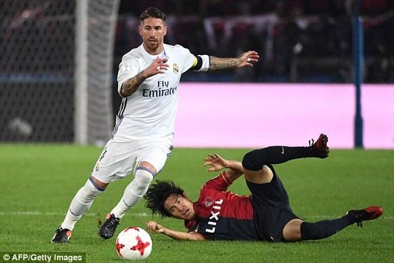 Ramos và hàng thủ Real Madrid có ngày làm việc đầy vất vả