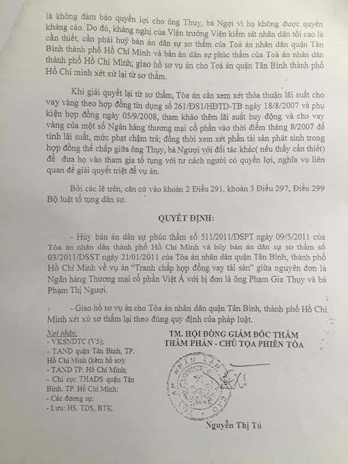 Quyết định Giám đốc thẩm của TAND Tối cao chỉ rõ Ngân hàng thương mại cổ phần Việt Á không có chức năng kin doanh vàng với hình thức huy động vốn, cho vay bằng vàng ở thời điểm giao kết hợp đồng với ông Thuỵ, bà Ngượi.