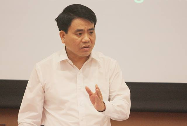 Chủ tịch Hà Nội cho biết đã tham vấn luật sư xem việc ra quyết định dừng như vậy có trái luật hay không.
