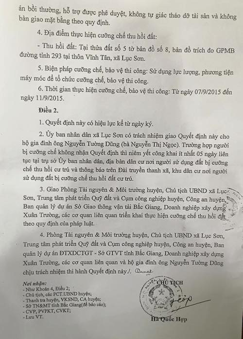 Quyết định cưỡng chế thu hồi đất của người dân được ông Hà Quốc Hợp - Chủ tịch UBND huyện Lục Nam ký. Ngay sau đó, người dân đồng loạt khởi kiện UBND huyện Lục Nam ra toà.