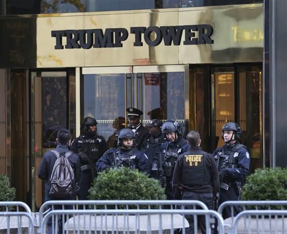 An ninh dày đặc tại Toà tháp Trump. (Ảnh: Getty)