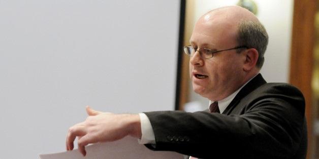 Ông Marc Elias là luật sư trong chiến dịch tranh cử của bà Clinton, tương tự vị trí trong chiến dịch tranh cử tổng thống năm 2004 của đương kim Ngoại trưởng Mỹ John Kerry. Ông này cũng là chủ tịch công ty luật Perkins Coie và cựu luật sư cho Ủy ban tranh cử Thượng viện đảng Dân chủ. (Ảnh: AP)