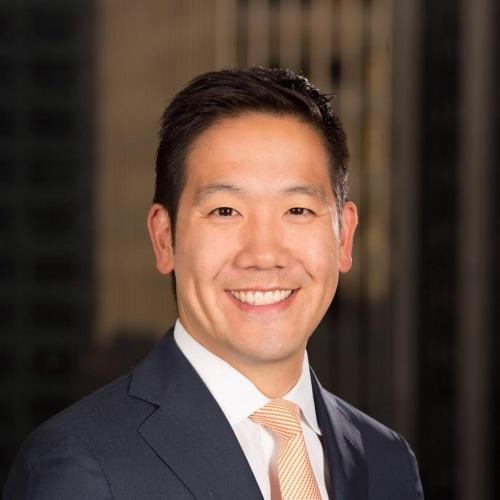Dennis Cheng hiện là giám đốc tài chính quốc gia trong chiến dịch tranh cử tổng thống của bà Clinton. Trước đó, Cheng làm việc cho Quỹ Clinton từ năm 2011 đến 2015. (Ảnh: Swarthmore)