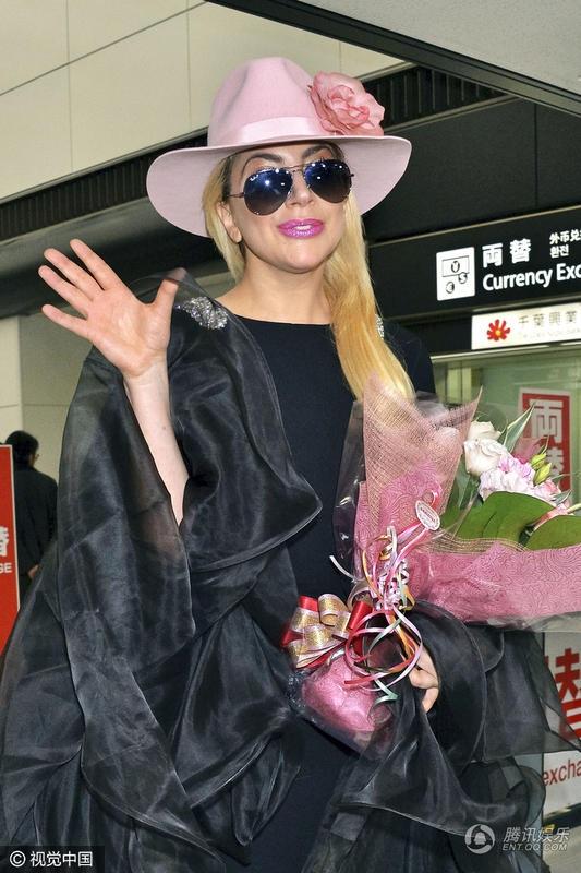 Được biết, nữ ca sĩ 30 tuổi đã nhận lời trình diễn trong show nội y nổi tiếng và gây chú ý cuối năm của Victorias Secret.
