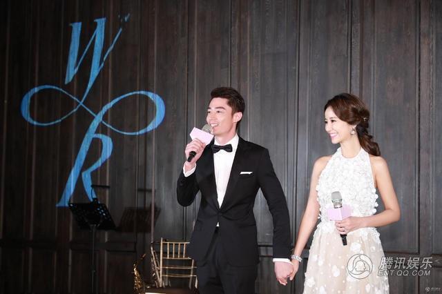 Lâm Tâm Như và Hoắc Kiến Hoa trong hôn lễ hồi tháng 7/2016. Thời điểm này, báo giới đã đồn thổi về chuyện Lâm Tâm Như đã mang bầu nhưng cả cô và Hoắc Kiến Hoa đều không thừa nhận điều này.